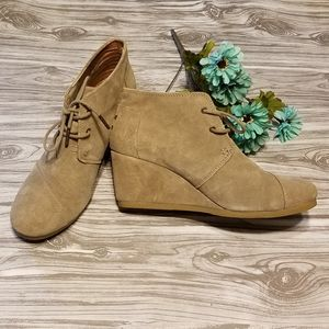Tom's Desert Wedge Booties